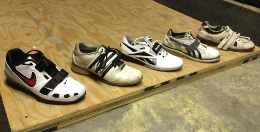 Sepatu Angkat Beban
