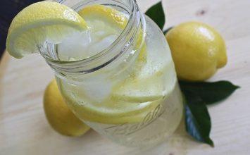 Ternyata, Terlalu Banyak Minum Air Lemon Bisa Sebabkan Ini!