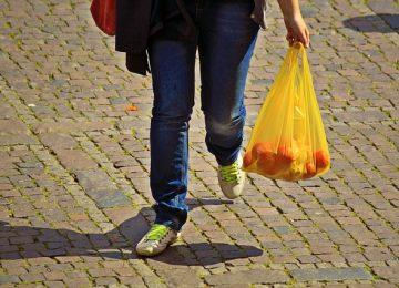 8 Fakta tentang Kantong Plastik yang Akan Membuatmu Beralih ke Reusable Bag