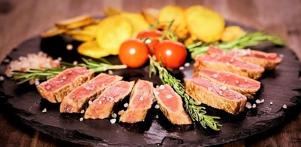 mengolah daging