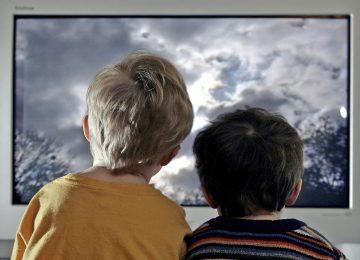 Ini Alasannya Anak Tidak Boleh Banyak Menonton TV