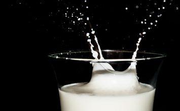 Pilih yang Mana, Susu Bubuk atau Susu Cair?