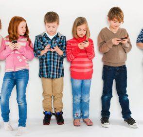 Menyikapi Penggunaan Internet pada Anak Sesuai Usia