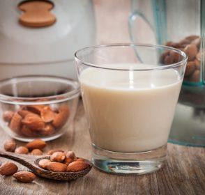 3 Susu Alternatif untuk Penderita Lactose Intolerance