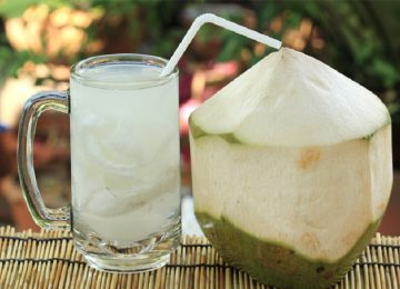 Minuman Isotonik Alami? Minum Air Kelapa aja!