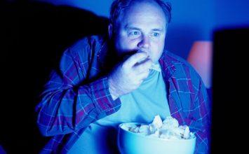 Mengapa Makan Larut Malam Berbahaya untuk Kesehatan?