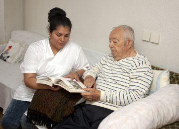Apa ya, Bedanya Demensia dan Alzaimer?