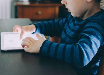 4 Tips Penggunaan Gadget pada Si Kecil
