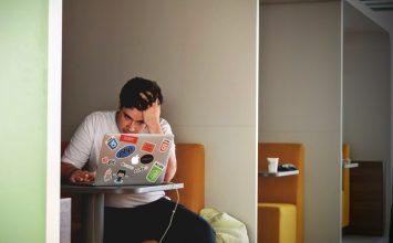Workaholic? Hati-hati dengan Risiko Penyakit Ini!