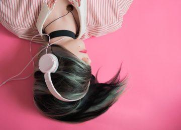Tidur Sambil Mendengarkan Musik, Baikkah?