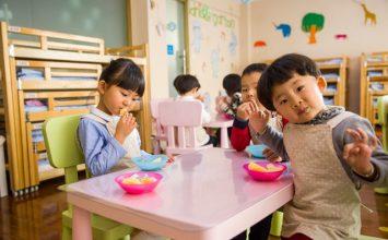 5 Cara Mengajak Si Kecil agar Suka Buah dan Sayur