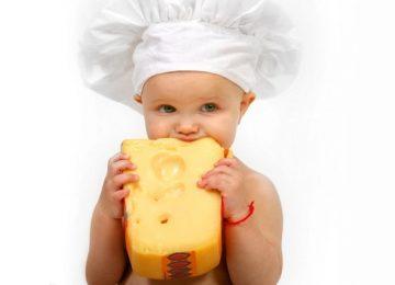 Moms, Perhatikan 3 Hal Berikut Sebelum Memberikan Keju untuk si Kecil!