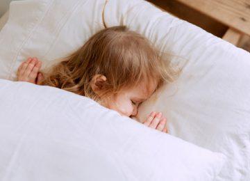 5 Cara Membantu Anak agar Tidur Nyenyak!